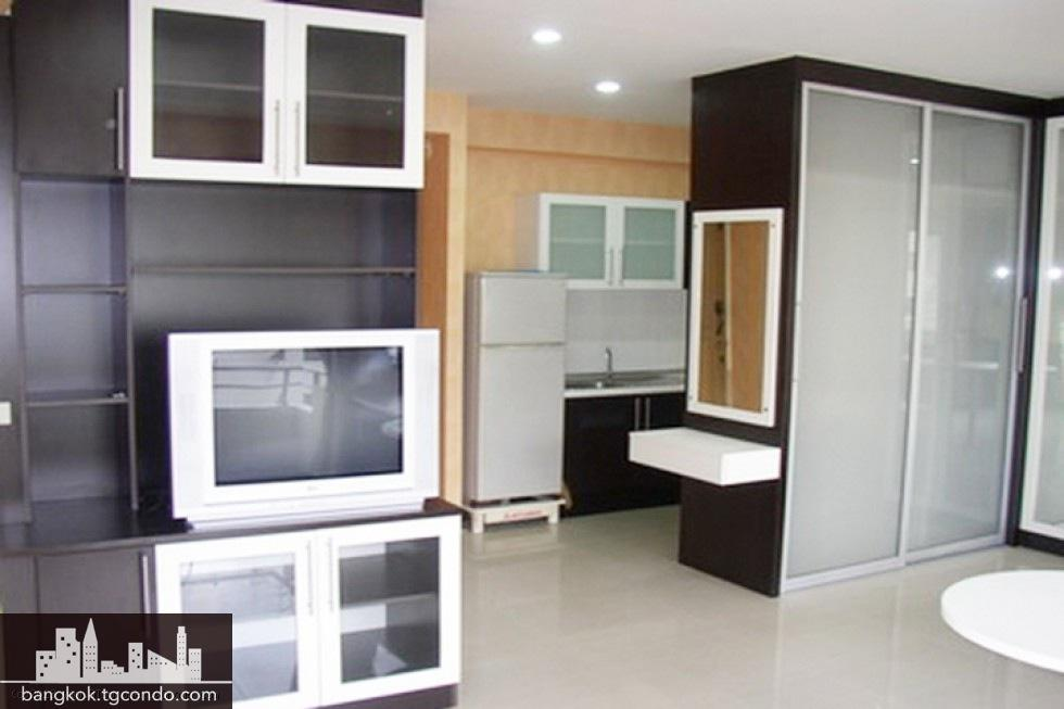 Saranjai Mansion,Studio